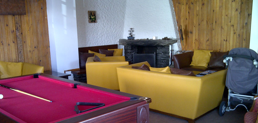 France_Alpe-dHuez_Chalet_hotel_les_cimes_games_room.jpg